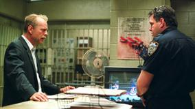 16 Blocks &#8211; Bruce Willis and David Sparrow Looking Each Other